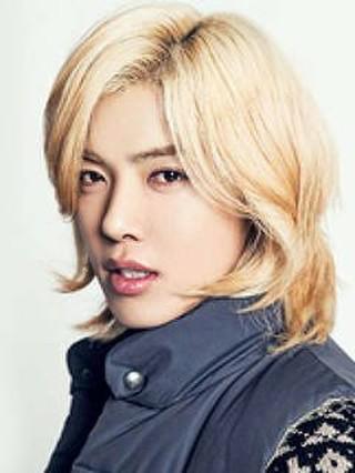【公式】韓国で活躍中の日本人歌手KangNam(M.I.B)、交通事故に関して所属事務所が公式立場を発表。●本日、移動中に高速道路で5台が絡む玉突き追突事故。●精密検査のため、