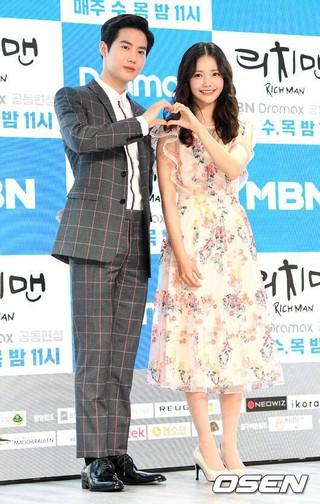EXO Suho、女優ハ・ヨンス、ドラマ「リッチマン」の制作発表会に参加中。ソウル龍山(ヨンサン)、ドラゴンシティーホテル。