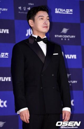 俳優チョ・スンウ、授賞式に参加中。第54回ペクサン芸術大賞、ソウルCOEX。