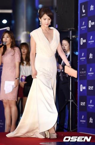 女優キム・ソナ、授賞式に参加中。第54回ペクサン芸術大賞、ソウルCOEX。