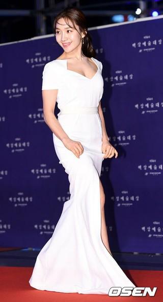 女優チェ・ヒソ、授賞式に参加中。第54回ペクサン芸術大賞、ソウルCOEX。