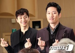 2PM ジュノ、俳優チャン・ヒョク、ドラマ「油っぽいメロ」の制作発表会に参加中。ソウル木洞(モクドン)SBS。