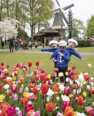 日韓共通の休日「こどもの日」。俳優ソン・イルグク、三つ子の近況を公開。
