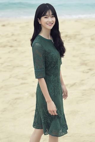女優ソ・イェジ、画報公開。爽やかな魅力。