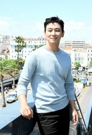 俳優チュ・ジフン、カンヌ映画祭に参加中。主演映画「工作」に関してインタビュー。