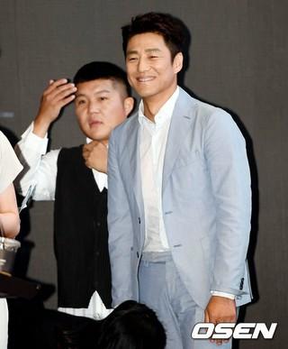 俳優チ・ジニ、KBS2新バラエティ「そこはどこ?」の制作発表会に出席。