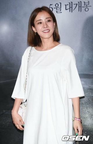 女優パク・ウネ、映画「デジャブ」のVIP試写会に出席。ソウル・ロッテシネマ建大入口店。