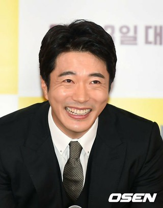 俳優クォン・サンウ、映画「探偵:リターンズ」メディア試写会に出席。30日午後。