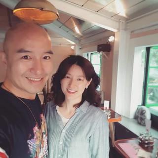 タレントのホン・ソクチョン、自身のレストランに来た女優イ・ヨンエ との写真を公開。