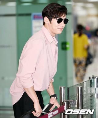 俳優チェ・ジンヒョク、ドラマ「トンネル」のプロモーションのため日本に出国。1日午後、金浦空港。