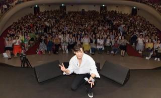 俳優チェ・ジンヒョク、日本で約2000人のファンとファンミーティングを開催し、成功裏に終了。