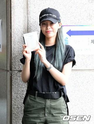歌手Heize、韓国統一地方選挙の投票完了。13日午前、東大門区(トンデムング)ショッピング商店街。