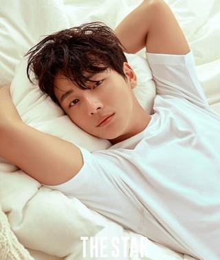 俳優ユン・シユン、画報を公開。●テーマは「暑い夏」●雑誌「THE STAR」6月ー7月号