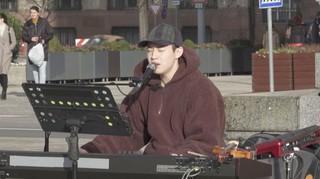ヘンリー(SUPER JUNIOR M)、ハンガリーで人生初のソロ路上ライブに挑戦。15日放送のJTBC「Begin Again 2」。