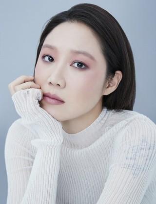 女優コン・ヒョジン、画報公開。marie claire。