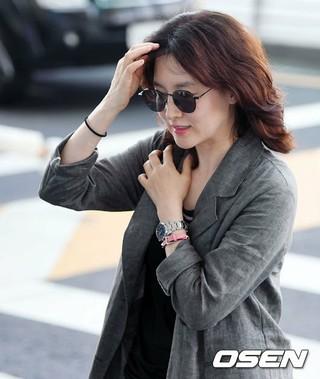 女優イ・ヨンエ、海外スケジュールのため香港に出国。20日、仁川国際空港。