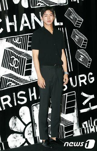 俳優イ・サンユン、シャネル・パリ-ハンブルク工房コレクションポップアップストアオープン式に出席。