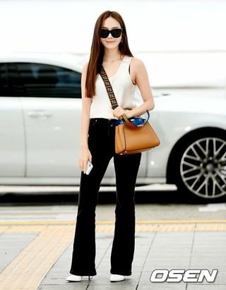 ジェシカ、海外日程のため香港へ出国。27日午前、仁川国際空港。
