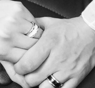元Click-B キム・サンヒョク、恋人とのカップルリングを公開!
