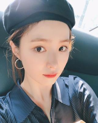 【g公式】女優シン・セギョン、近況公開。●あまりにも暑いよ。※今日はソウルが暑いから、明日は東京が暑いはず。。