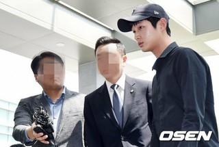 性的嫌がらせと特殊脅迫の罪に問われている俳優イ・ソウォン、初の刑事裁判が当初の2日から12日に延期。弁護士の交代で。