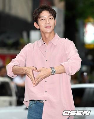 俳優イ・ジュンギ、ドラマ「無法弁護士」打ち上げに参加。ソウル・汝矣島の飲食店。