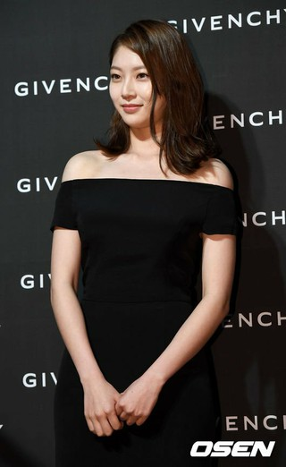 女優コン・スンヨン、「GIVENCHY」ローンチパーティーに出席。ソウル・清潭洞(チョンダムドン)の売り場。