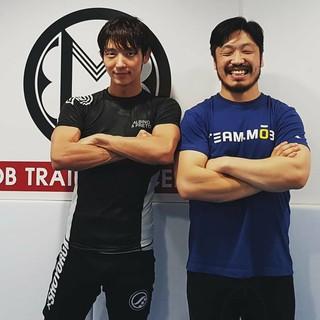 【G公式】俳優イ・ジュンギ、イ・ギョンソプ師範の代表選抜大会優勝を祝う。