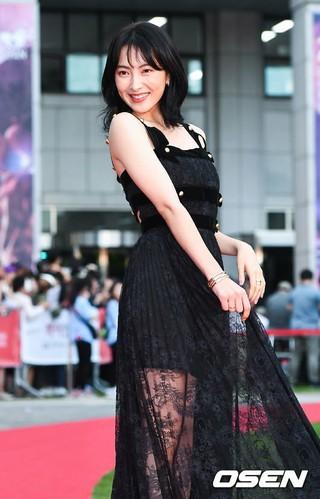 知英(ジヨン)、「第22回富川国際ファンタスティック映画祭」レッドカーペットフォトウォールイベントに出席。富川市庁前広場。