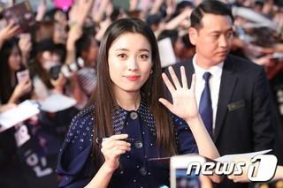 女優ハン・ヒョジュ、映画「人狼」レッドカーペットイベントに出席。ソウル・タイムズスクエア。