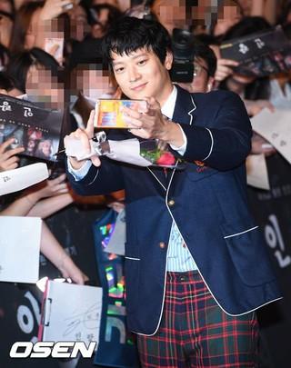 俳優カン・ドンウォン、映画「人狼」レッドカーペットイベントに出席。ソウル・タイムズスクエア。