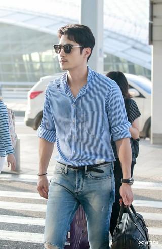 俳優キム・ガンウ、tvNバラエティ「現地で食べてくれるかな?」収録のため中国に向けて出国。