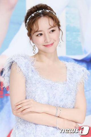 女優ホン・スア、KBS連続ドラマ「最後まで愛」制作発表会に出席。20日午後、ソウルTIMES SQUAREアモリスホール。