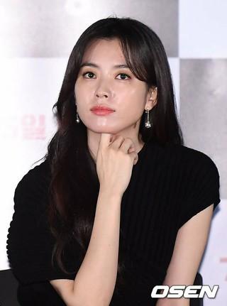 女優ハン・ヒョジュ、映画「人狼」のメディア試写会に出席。20日午後、ソウル・龍山CGV。