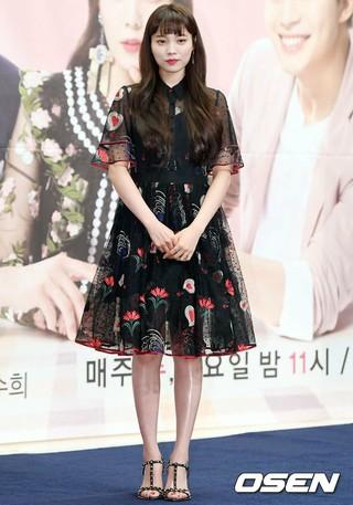 女優ユン・ソヒ、MBN新水木ドラマ「魔女の愛」制作発表会に出席。24日午前、スタンフォードホテルソウル。