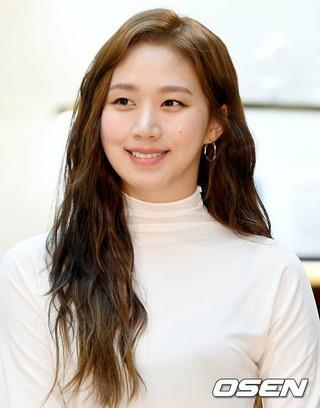 女優コ・ソンヒ、ソウル市内のデパートで開かれたフレグランスブランドのフォトコールに登場。