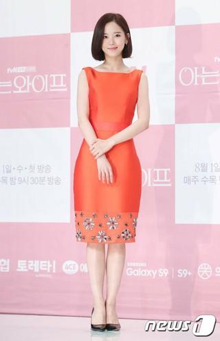 女優カン・ハンナ、tvNドラマ「知ってるワイフ」制作発表会に出席。25日午後、ソウルTIMES SQUAREアモリスホール。