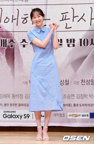 女優イ・ユヨン、SBS新ドラマ「親愛なる判事さまへ」制作発表会に出席。25日午後、ソウル木洞SBS。