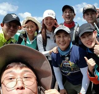 キム・ビョンマン、Wanna One やパク・ソルミ ら「ジャングルの法則」サバ島編を共にしたメンバーらとの団体ショットを公開。