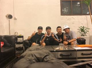 【G公式】CNBLUE_ジョンシン、久しぶりに兄貴たちと再会。俳優イ・ジェフン も一緒。
