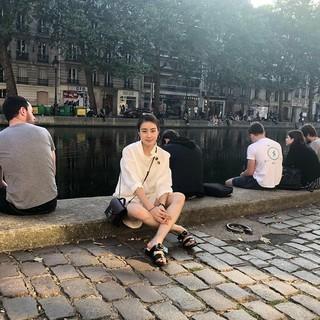 【g公式】女優カン・ソラ、近況公開。パリを旅行中。