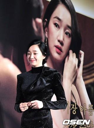 女優スエ、映画「上流社会」の制作発表会に出席。