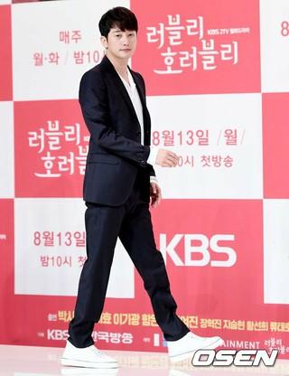 俳優パク・シフ、KBS2TVの新月火ドラマ「Lovely horribly」制作発表会に出席。9日午後、ソウル・アモリスホール。