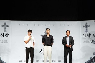 【G公式】俳優パク・ソジュン、ウ・ドファン&アン・ソンギとの3ショットを公開。「ライオンTHE DIVINE FURY」。