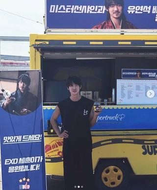 俳優ユ・ヨンソク、EXO SEHUNからのコーヒーケータリングカーに感謝。ユ・ヨンソクはイ・ビョンホン 主演のtvNドラマ「ミスター・サンシャイン」に出演中。
