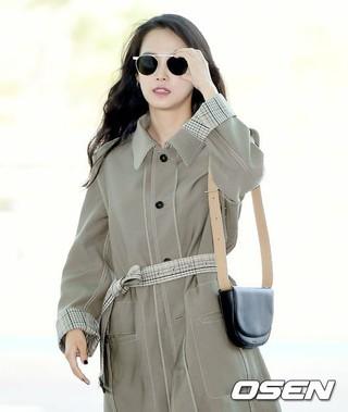 女優ユン・スンア、出国中。画報撮影のため、フランス行き。仁川(インチョン)国際空港。