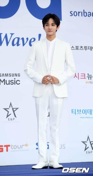 歌手サムエル、「2018 SORIBADA BEST K-MUSIC AWARDS」ブルーカーペットに登場。