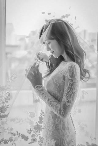 女優キム・テヒのブーケを受け取ったハ・シウン、ウェディング写真を公開。2日に一般男性を結婚式を挙げた。