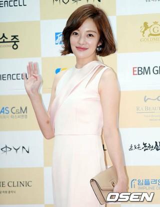 女優ファン・ボラ、第6回大韓民国芸術文化人大賞・授賞式に出席。6日午後、国会議事堂憲政記念館。