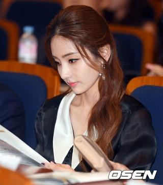 女優ハン・チェヨン、第6回大韓民国芸術文化人大賞・授賞式に出席。6日午後、国会議事堂憲政記念館。
